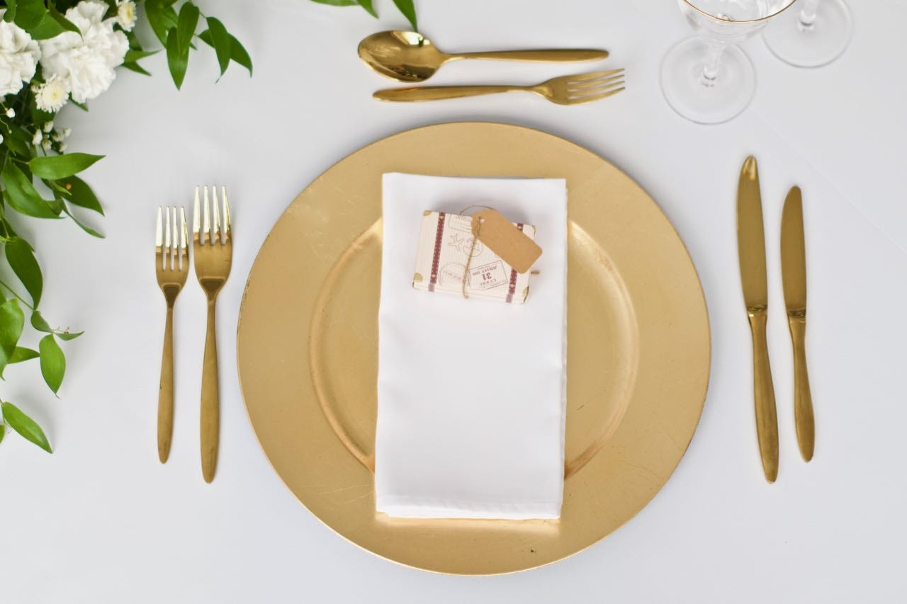 Gold Foil Plastic Charger Plate with Gold Cutlery with Suitcase Favour